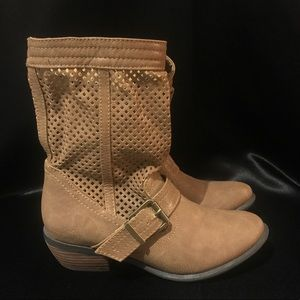 Restricted light brown boots size 6